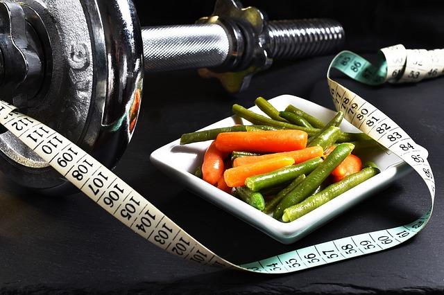 warzywa i ciężar do ćwiczeń