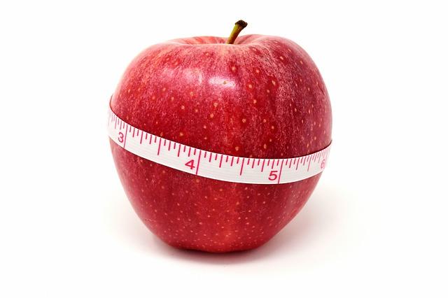 jabłko z centumetrem krawieckim