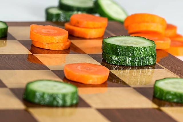 warzywa na planszy do szachów