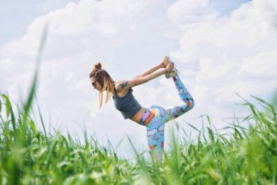 Kobieta ćwicząca jogę